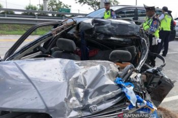 East Java toll road crash kills mother, kids