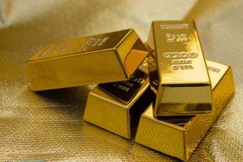 Emas turun menjadi 1,558.60 dolar AS, setelah raih tertinggi dua pekan
