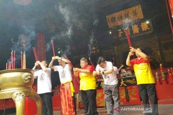 Doa di Kelenteng Tay Kak Sie awali prosesi Pasar Imlek Semawis