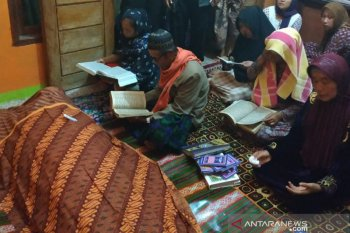 Pemakaman Nina, TKW asal Sukabumi yang meninggal di Arab Saudi diiringi ratusan warga