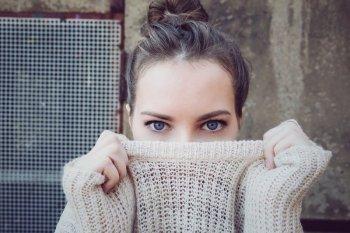 Gejala kurang vitamin B12 bisa terdeteksi dari mata