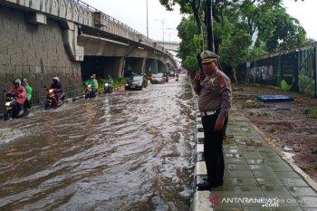 Dampak hujan, sejumlah kawasan di Jakarta tergenang