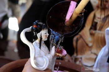 Warga Bali persiapkan Imlek di Vihara Dharmayana Kuta