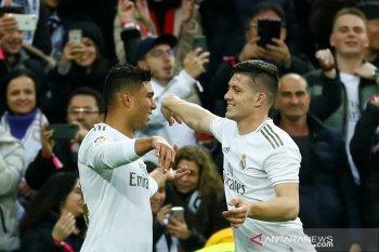 Real Madrid rebut puncak klasemen, beri tekanan debut Setien di Barca