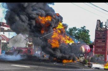 Truk tangki Pertamina terbakar