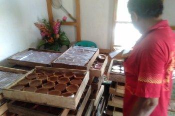 Kue keranjang sajian wajib bagi warga Tionghoa saat Imlek