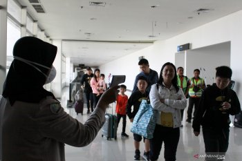 Surabaya health office increases supervisions of passengers froam abroad