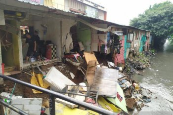 Sejumlah ruko di Pulo Gadung  Jakarta Timur ambles akibat longsor