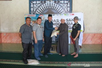 Pemkab Tanjabbar serahkan donasi peduli Madrasah