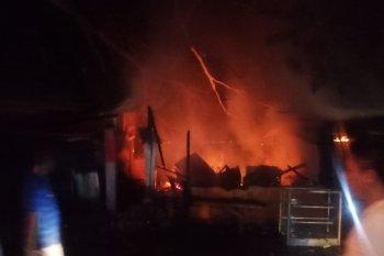 Pemilik kios dan bengkel di Ambon mengalami rugi jutaan rupiah akibat kebakaran