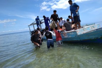 Six Chinese nationals stranded on Rote Island