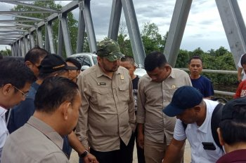 Kunker ke Tanjungjabung Barat, tiga pimpinan DPRD beserta Komisi III cek proyek jembatan