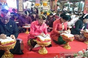 Gubernur dan Wakil Gubernur Bali bersurat di lontar bersama 2.020 pelajar
