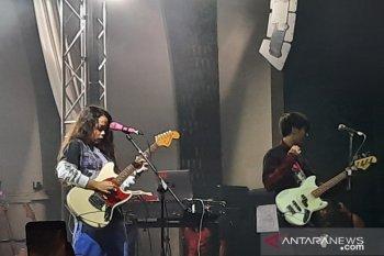 Konser Svmmerdose, Iqbaal Ramadhan curhat beban jadi idola usia remaja