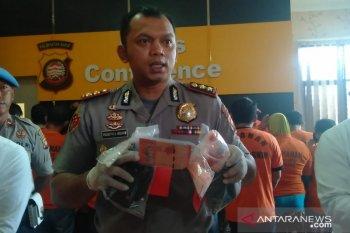 Diduga simpan narkoba, dua WNA Malaysia diamankan Polres Singkawang