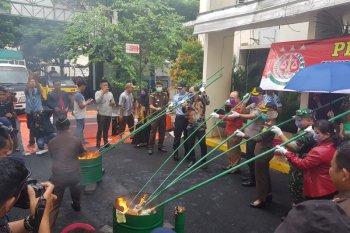 Kejaksaan Bekasi musnahkan ribuan barang bukti hasil kejahatan tahun 2019