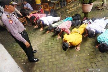 Razia pelajar bolos sekolah di Tulungagung