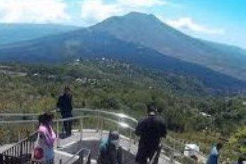 Galungan, masyarakat kunjungi objek wisata Penelokan Kintamani