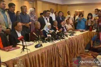 Mahathir Mohamad mengundurkan diri sebagai Perdana Menteri Malaysia