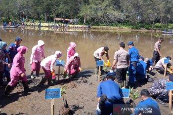 Jajaran Polda Bengkulu tanam seribu mangrove di Sungai Hitam