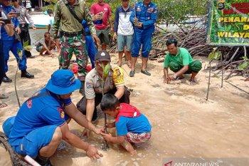 Di Pantai Mangrove Lembongan, Polres Klungkung tanam bakau