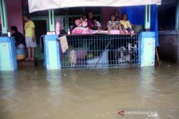 Banjir sebabkan 1.396 warga Karawang mengungsi