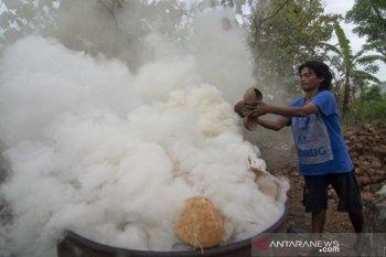 Proses pembuatan arang tempurung kelapa