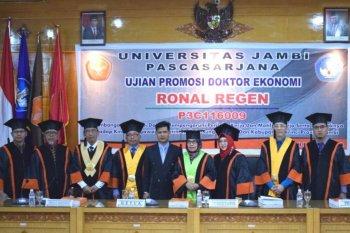 Ronal Regen raih gelar doktor Ekonomi Unja