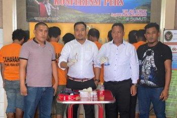 Polisi gerebek kampung narkoba di Medan, 8 orang diamankan