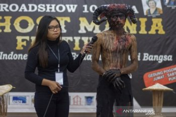 Parfi gelar lomba make up karakter