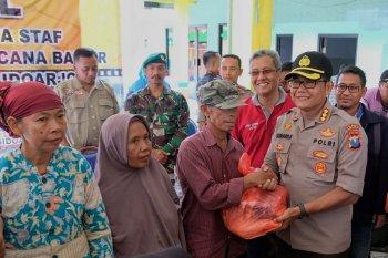 Polresta Sidoarjo salurkan 1.200 paket bahan pokok kepada korban banjir