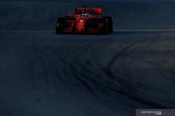 Vettel dan Ferrari tercepat, Mercedes mogok di hari ke-5 tes Barcelona