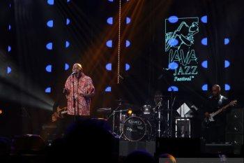 Phil Perry  tampil emosional di panggung Java Jazz 2020