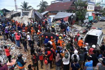SAR team evacuates casualties of West Sulawesi earthquake