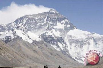 Misi India untuk ambil jenazah pendaki hadapi hambatan teknis
