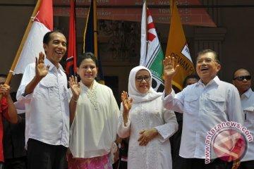 Jokowi-JK naik bajaj ke kantor KPU