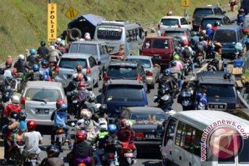 "Sepeda motor arus balik ""kuasai"" jalan arteri Karawang"