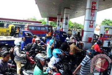 Beli BBM di Bandung antre satu jam