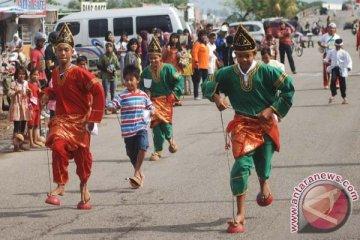 Lomba Sandal Tampuruang