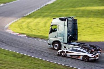 Ketika Tuk Volvo FH balapan dengan Koenigsegg One:1
