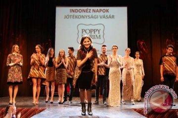 Peragaan Busana Batik di Hungaria