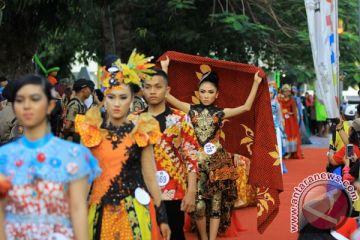 Fesyen Batik Di Trotoar