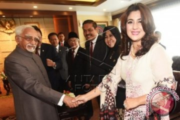 Anggota DPD Hana Hasanah Bersama Wapres India