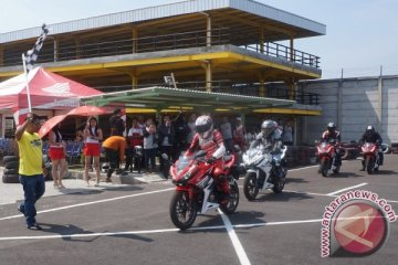 1.900 bikers belajar balap di All New Honda CBR150R Track Day