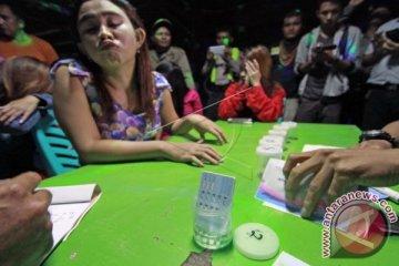 Sejumlah Wanita Pekerja Hiburan Malam Tes Urine