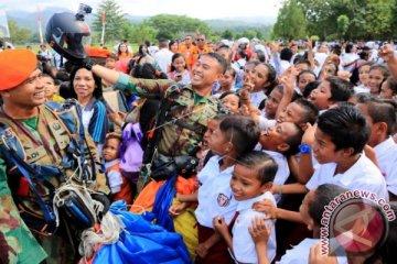 Aksi Terjun Payung Gebyar Dirgantara 2016