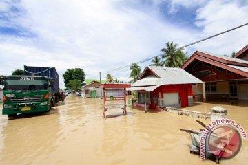 Banjir Di Jalan Trans Sulawesi