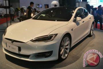 Tesla tarik 11.000 SUV model X karena masalah kursi