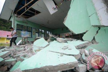 Bangunan Sekolah Ambruk Akibat Gempa