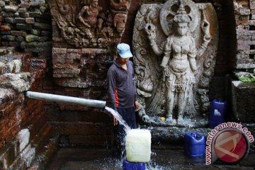 Manfaatkan Sumber Air Candi Belahan